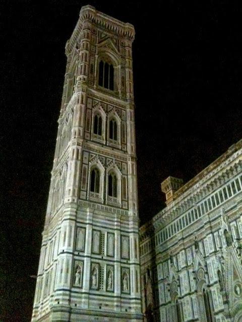 A night time view of Duomo di Firenze
