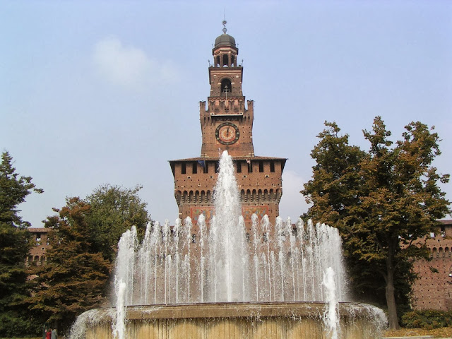 The fountain, known as the wedding cake in front of Castello Sforzesco in Milan, Italy (photo credit Kevan Cooke via www.flickr.com)