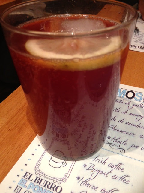 A wine beverage that combines red wine with lemon or orange soda.