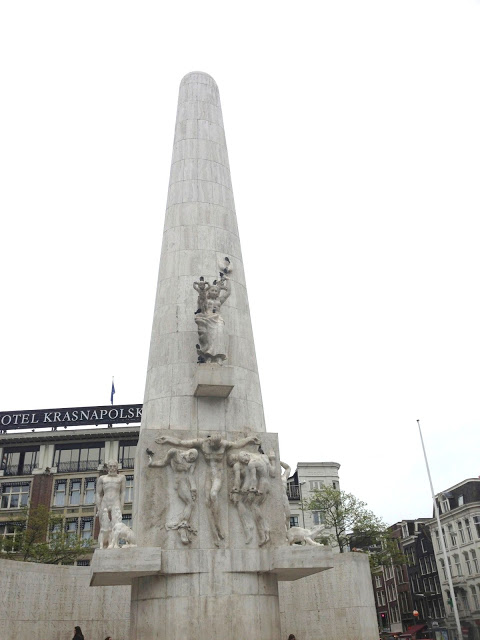The tour starts at the World War II monument in Dam Square, which is the historical center of Amsterdam.