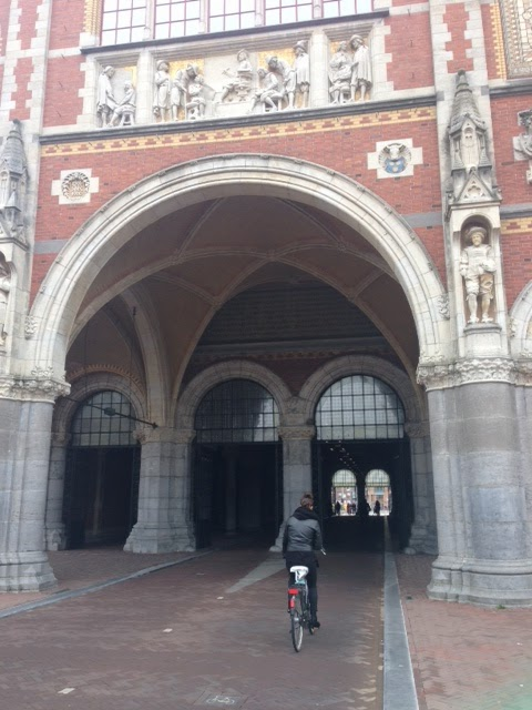 Cycling through the Rijksmuseum tunnel
