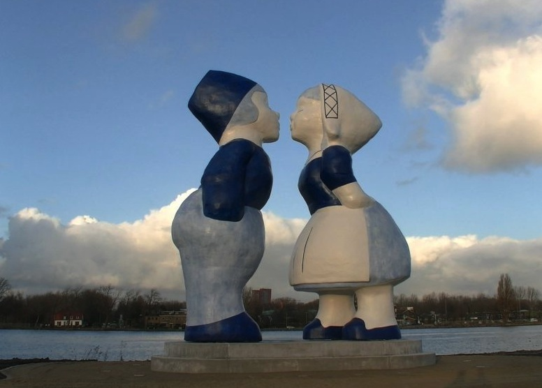 Get inspired by the giant kissing couple modeled after the popular Delftware souvenir.