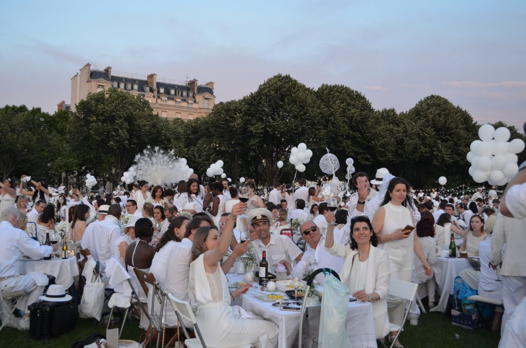 The super-secret and super-chic DÎner en Blanc in Paris.