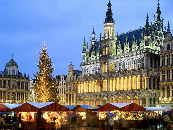 The Christmas market in Brussels - known as Plaisirs d'Hiver (French) and Winter Pret (Flemish) - extends from the world-famous Grand Place to Place St. Catherine.